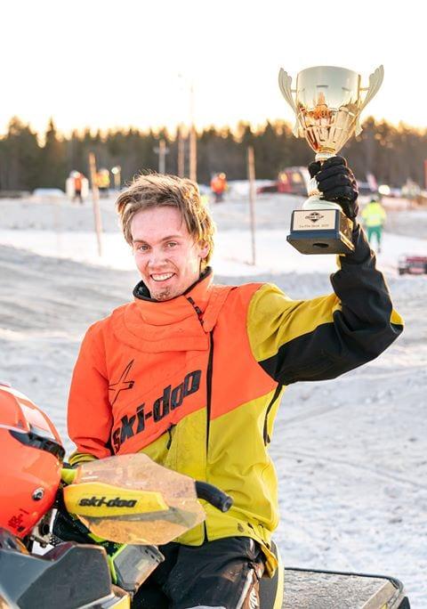 Robert Lunden med pokal fra ÖSSK-cup