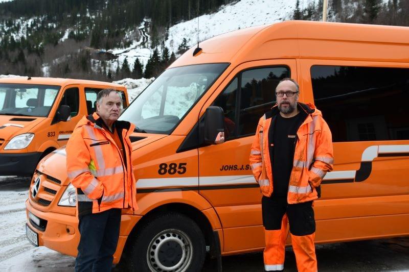 Også daglig leder Øystein Syltern (t.v.) og anleggsleder Geir Tronga i Johs. J. Syltern AS er fornøyd med fremdriften i Stokkfjellet.