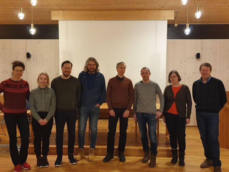 Sentrale personer under presentasjonen av miljødesignprosjektet i Nea. F.v. Berit Køhler (NINA), Line Sundt Hansen (NINA), Håkon Sundt (NTNU), Torbjørn Forseth (NINA), Atle Harby (SINTEF Energi), Andreas Sylte (Statkraft), Trine Hess Elgersma (Statkraft) og Arne Anders Sandnes (Statkraft).