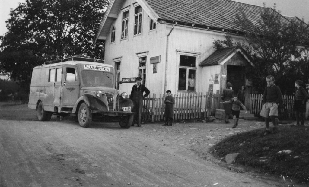 Selburuta foran Johan Hyttbakka, hos Søstrene Krogstad.
