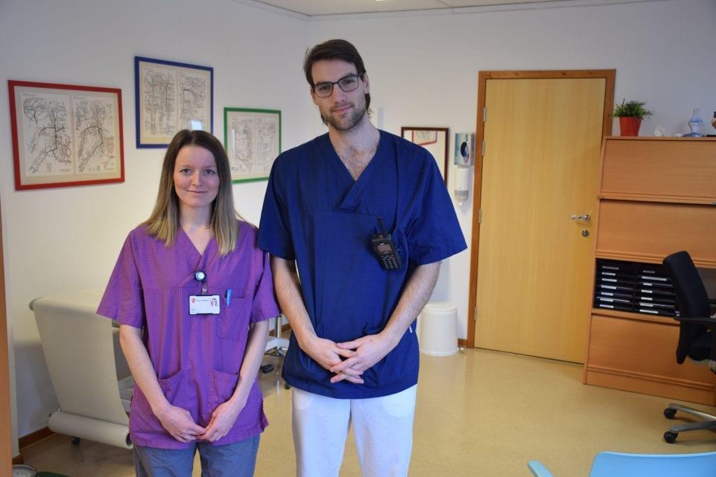 Sykepleier Ingrid Osgjelten og fastlege Even Overskaug ved legekontoret i Tydal