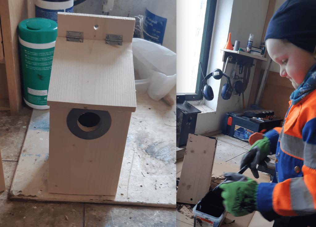 - Dagens aktivitet: Bygg din egen fuglekasse, står det på Barnehagene i Selbu sin Facebook-side. Elias Borseth Bjørvik (4 år) fulgte anmodningen.