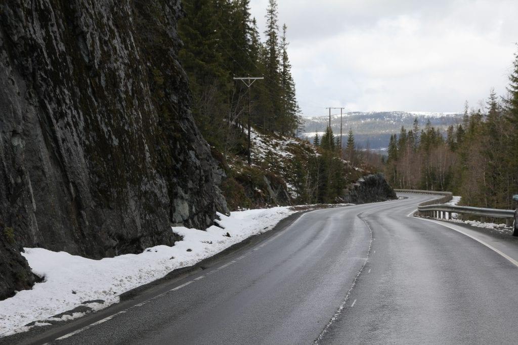 Den mest omfattende opprustingen vil skje i Helvetesdalen, der det skal bygges 1 km med ny vei, med utretting og bedre stigningsforhold.