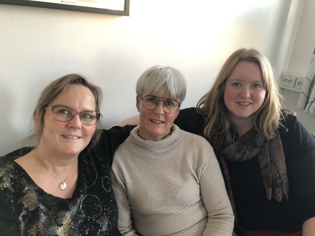 N.K.S. Veiledningssenter for pårørende Midt-Norge, har ledig kapasitet til å prate med pårørende i disse dager. De håper at folk tar kontakt dersom de er nysgjerrige på om det kan være noe for dem. Fra venstre: Eva Grøntvedt, Karin Tuvmarken og Anne-Gudrun Klæth Lyngsmo.