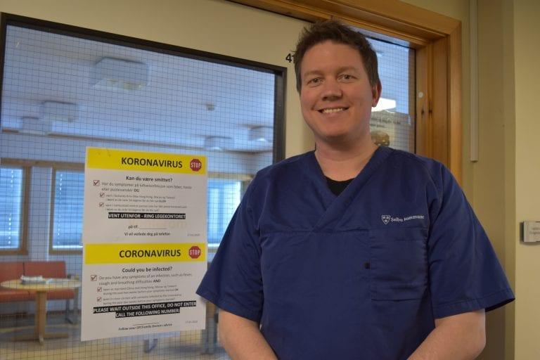 Fastlege Ole Dybro Kjeldsen ved Selbu legekontor forventer at det blir mer koronasmitte i Norge etter at samfunnet er åpnet mer. Foto: Bodil Uthus.