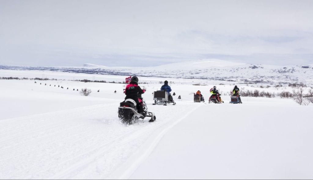 For første gang i historien ble det arrangert snøscootertog fra Stugudal til Nesjøen på 17.mai.
