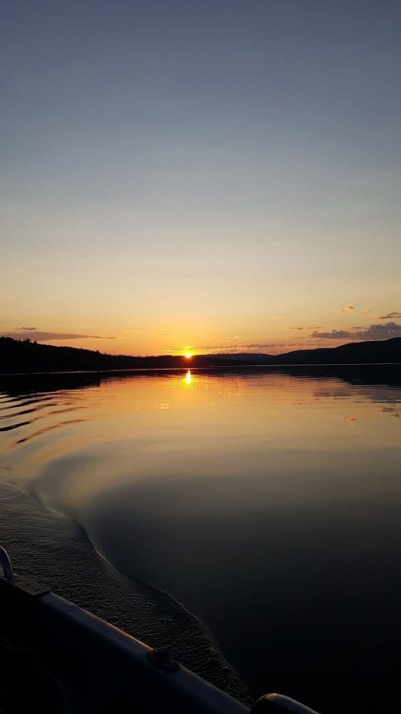 Nydelig solnedgang over Stugusjøen. Foto: privat.