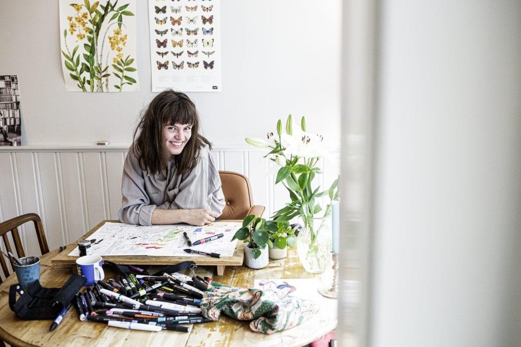 Kjersti Synneva Moen tok sats og fulgte hjertet sitt. Nå lever og jobber den unge selbyggen i Oslo som illustratør, musiker og kunstansvarlig på kaffebar.