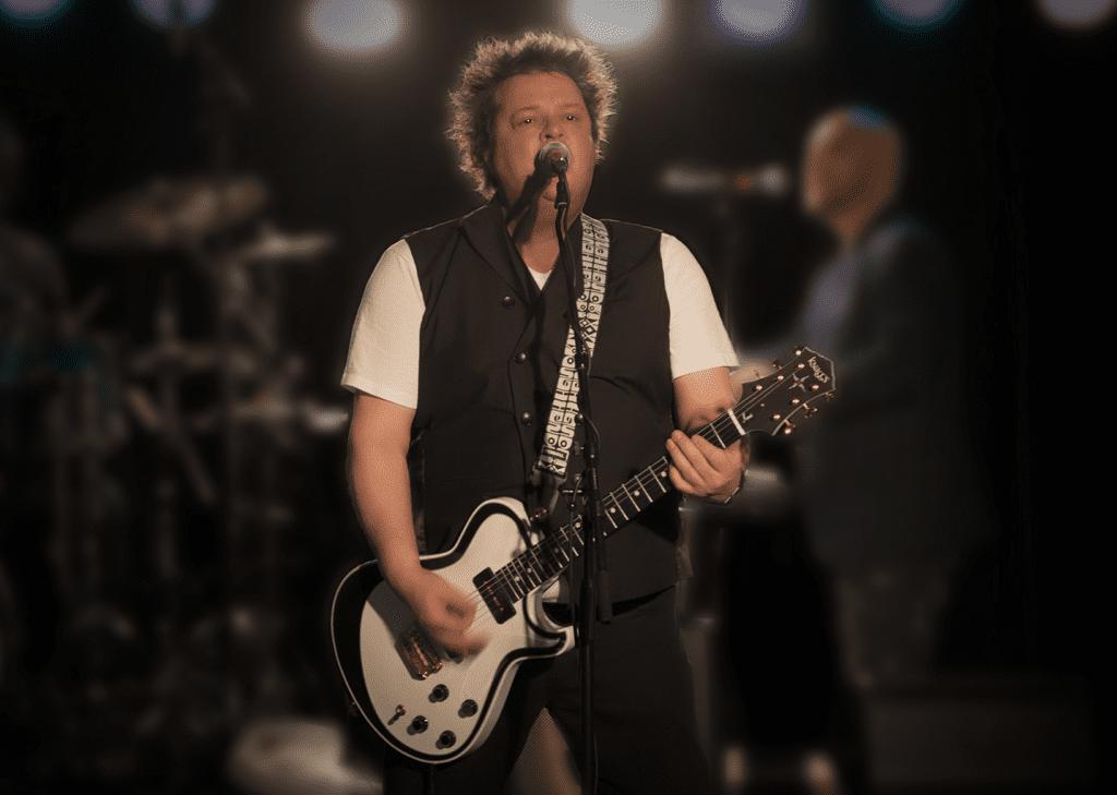 Petter Wavold under en konsert