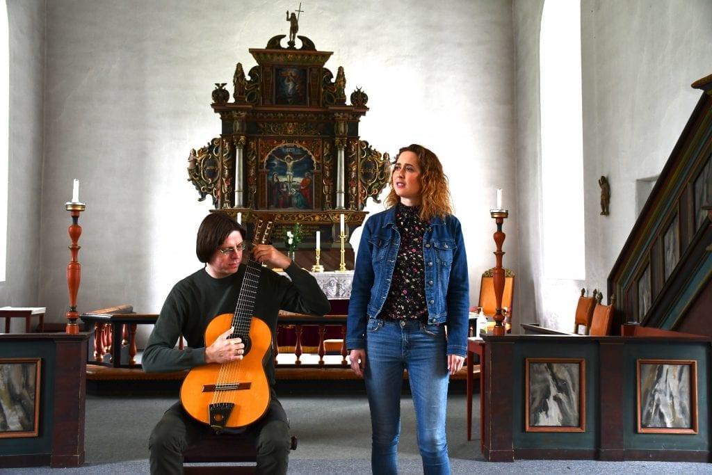 Den rykende ferske duoen bestående av Mai-Britt Wagnild og Alf Wilhelm Lundberg tar med publikum på en eventyrlig verdensreise i Selbukirka fredag 24. juli.