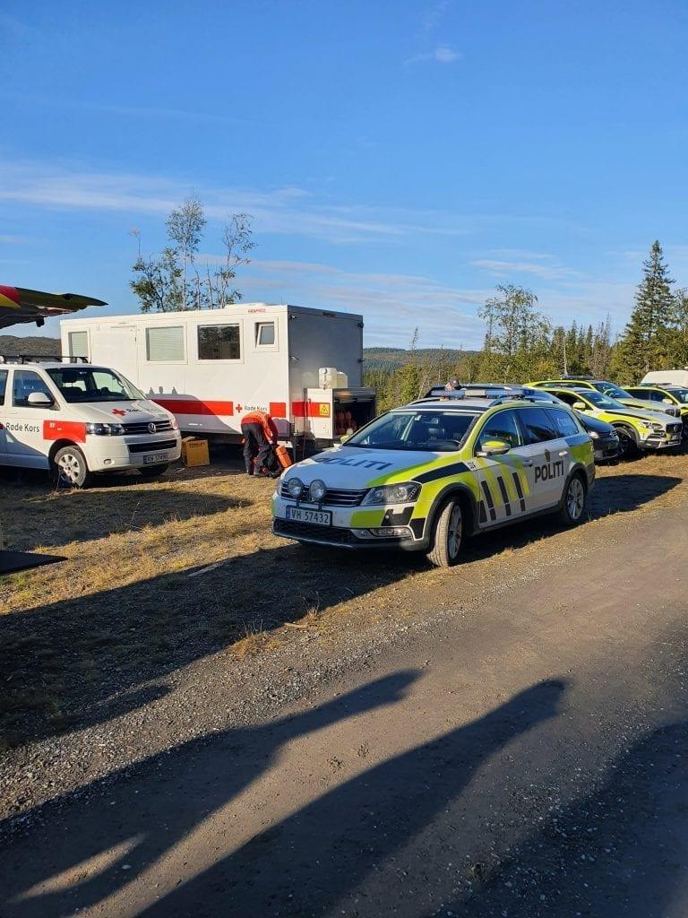 Jegeren som har vørt savnet siden torsdag kveld, ble i dag, fredag formiddag funnet død. Det har vært flere leteaksjoner siden i natt, der politi med hundepatrulje, heimevernet og helikopter deltok.