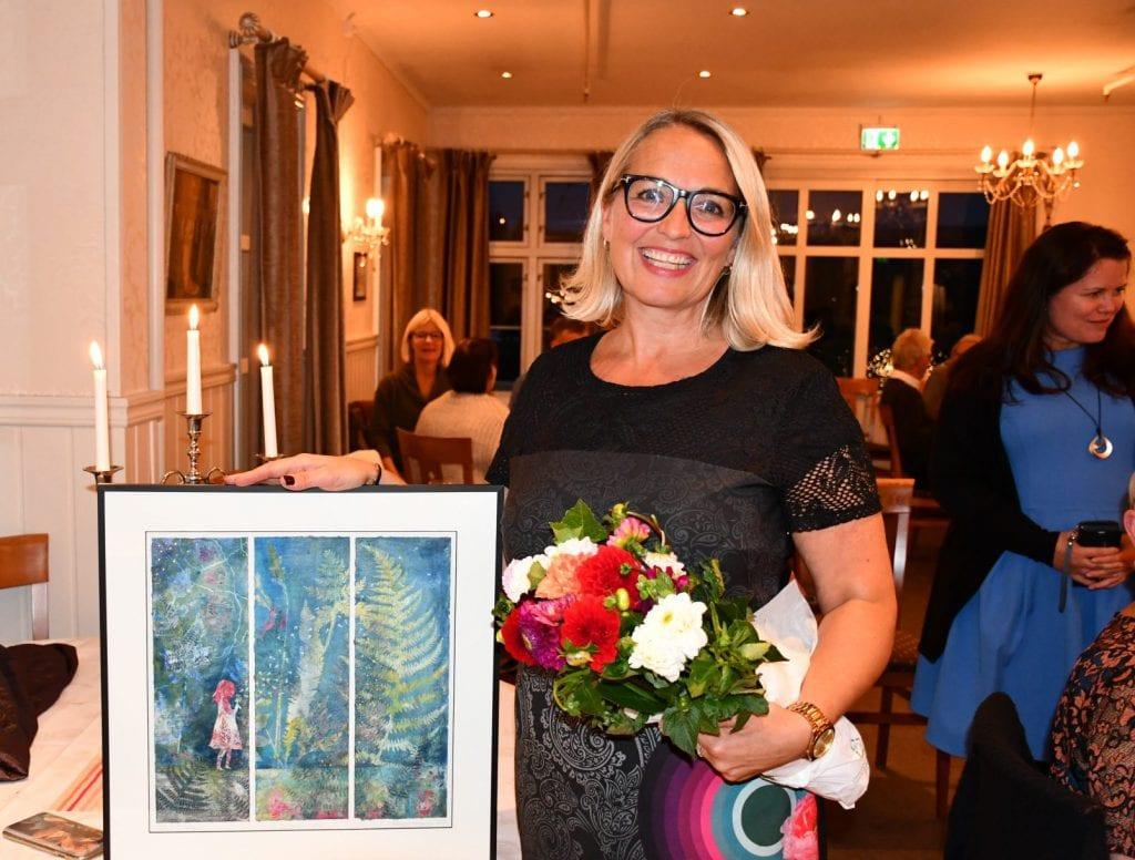 Solbjørg Langnes har årlig vært mentor for 40 elever i 16 år. Nå gleder hun seg til endelig å ha sin egen kunstutstilling.