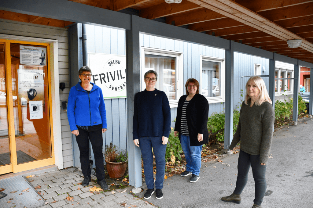F.v.: Arbeidsgruppa for Aktivitetsvenn i Selbu skal holde kurs om det å være aktivitetsvenn, og oppfordrer folk til å melde seg. F.v.: Karin Galaaen, leder for Selbu frivilligsentral, Karin B. Langseth, leder for Demensforeningen i Selbu, Britt Sissel Lien, leder Selbu hukommelsesteam og Anne Carlsen, rådgiver for sektor Helse og sosial i Selbu kommune