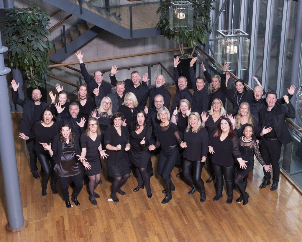 Selbu korensemble har hatt stor suksess i 32 år. Nå ønsker de nye sangere velkommen. Bildet er fra 2019, da koret nettopp hadde tatt NM-gull i korsang. Foto: Multifoto/Koralliansen