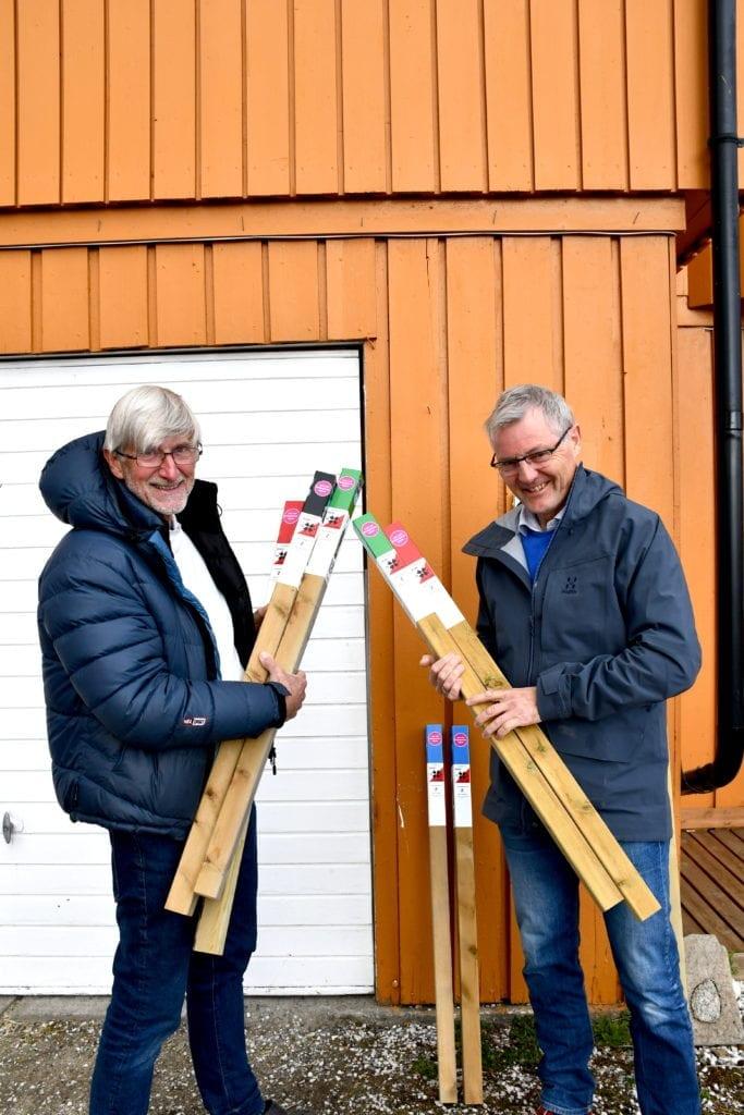 Stolpejakten Øystein Belsvik og Oddstein Rygg_LT.jpeg Det er Øystein Belsvik og Oddstein Rygg som har vært de ansvarlige for vårt første år med Stolpejakt, og de har hatt god hjelp av flere i o-klubben. Her fra utsetting av stolpene i starten av mai. Foto: Lina Tørum.