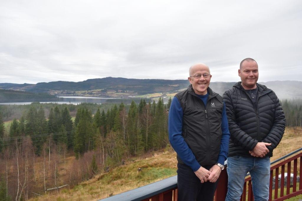 Sol fra morgen til kveld og panoramautsikt utover mot Selbusjøen, konstaterer en fornøyd selger og kjøper av det som snart vil bli Nyberg boligfelt.