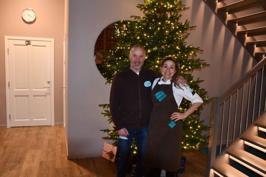 Juletreet er pyntet, og Iris og Eivind Aune er klare til å ta imot gjester i julebutikken.