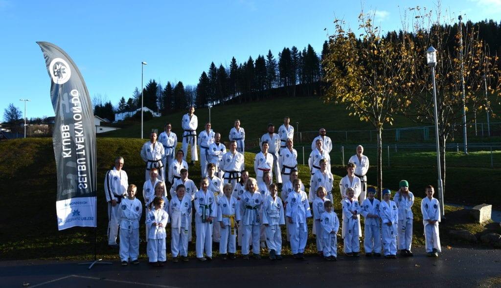 Ingen ringere enn regjerende europamester Sivert Kjøsnes var trener for 40 deltakere på helgens taekwondo-samling i Selbu.