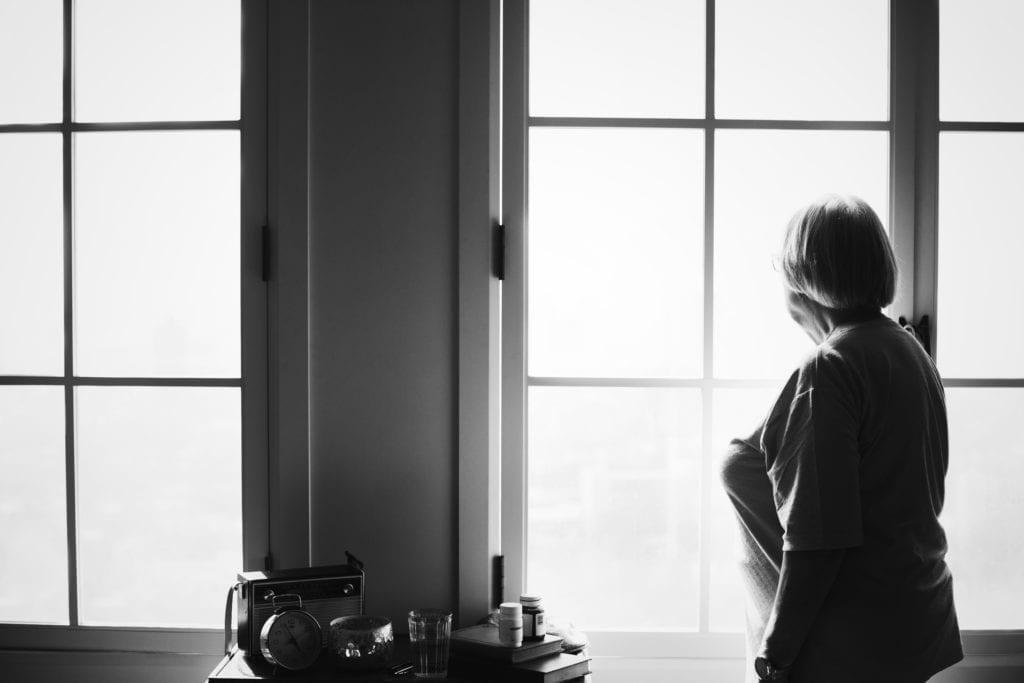 En undersøkelse viser at mellom 56 000 og 76 000 eldre over 65 år, har opplevd en form for vold i Norge. Under Trygghetsuka har kommuneansatte i Værnesregionen fått økt kompetanse om temaet. Illustrasjonsfoto: Freepik