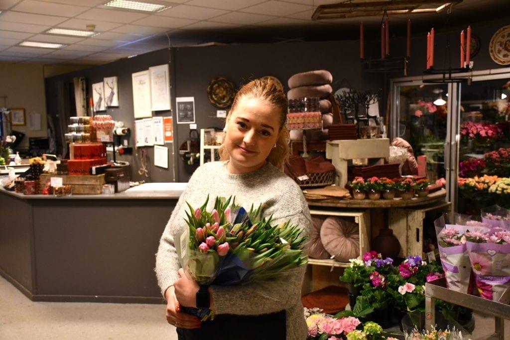 Elisabeth Melvold ved Blomster og Sånt sier at tulipaner stort sett brukes til alle anledninger. Til helga og tulipanens dag har de tatt inn masse tulipaner i all slags farger.
