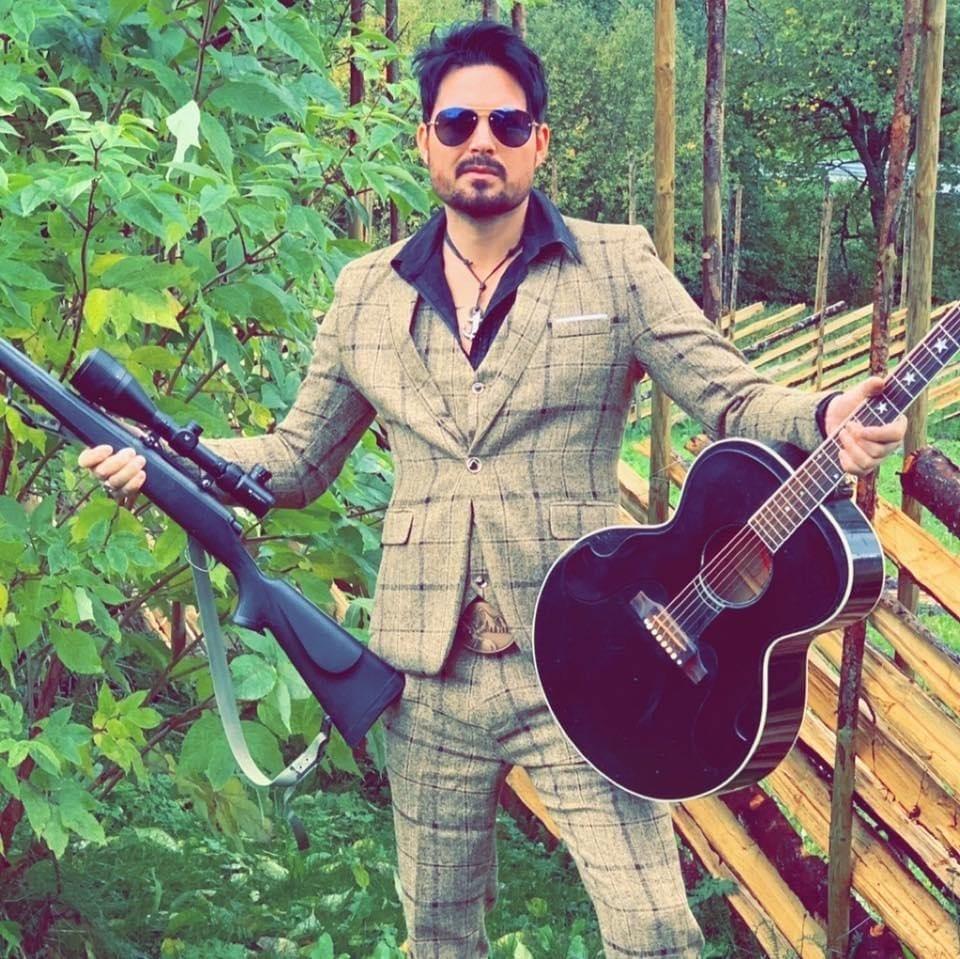 Jeger og gitarist, men først og fremst vokalist. Nå har Børge Rømma gitt ut en singel som handler om Belle Gunness.