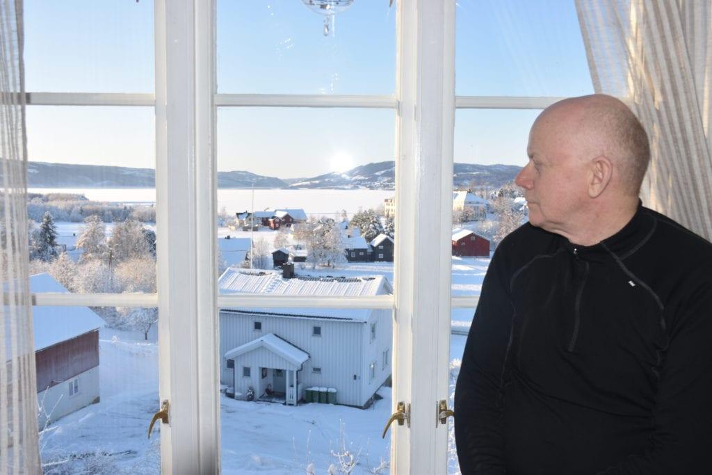 -Det er herlig å være selbygg, ikke minst når en kan se utover Selbusjøen en fantastisk vakker vinterdag som denne, sier Oddbjørn Korsvold.