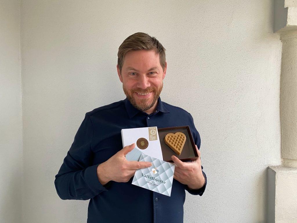 Sverre Sætre vant Det Norske Måltid i kategorien Årets søtsak med Vaffelhjerte, som er basert på vaffeloppskriften fra Bestemor Anbjørg Tørum (f. Hårstadli) i Selbu. Foto: Viktoria Hay Sætre