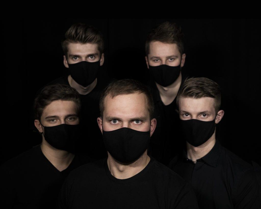 Den første låta til det selbubaserte bandet Steerage ble godt mottatt. Nå håper de å oppnå suksess med sin andre låt «Black Widow». På grunn av pandemien bruker guttene mesteparten av tiden sin i studio foreløpig.