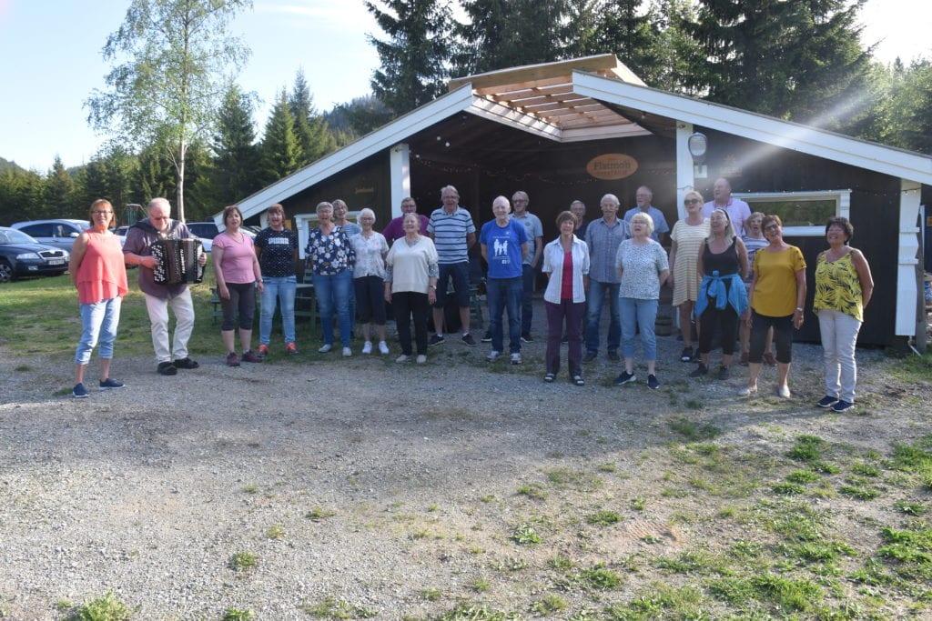 I denne fine forsommerkvelden øvde Selbuklang i «Flatmo spektrum» på Borsethmoen til sommerens første allsangkveld på Årsøya.