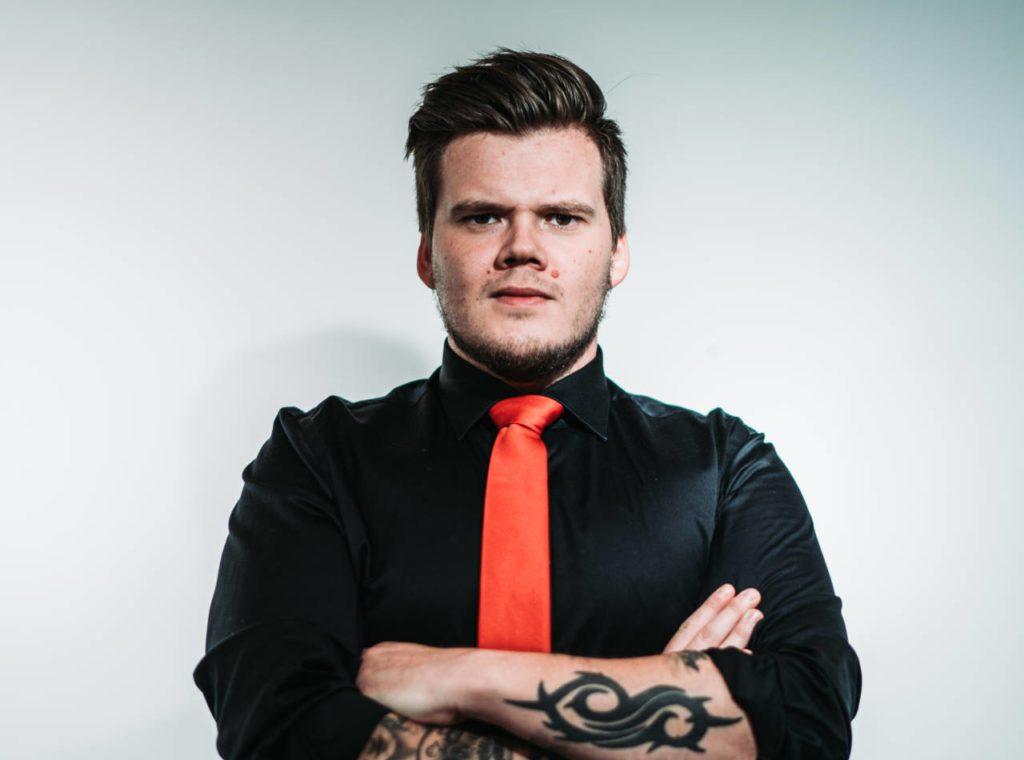 Det energiske rockebandet Prospect har base på Verdal, men trommis Odd Peder Kaldal kommer fra Selbu. Nå håper han mange tar seg tid til å lytte på bandets nye album. Foto: pressebilde.
