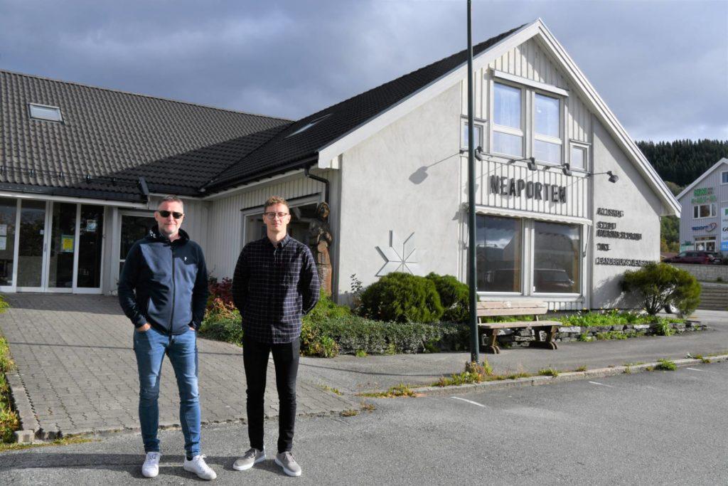 Med ordfører Ole Morten Balstad (til venstre) som vert og guide fikk daglig leder i Remote Norge AS, Ole Henrik Golf, en oversikt over lokaler som kan være aktuelle for en etablering i Selbu.