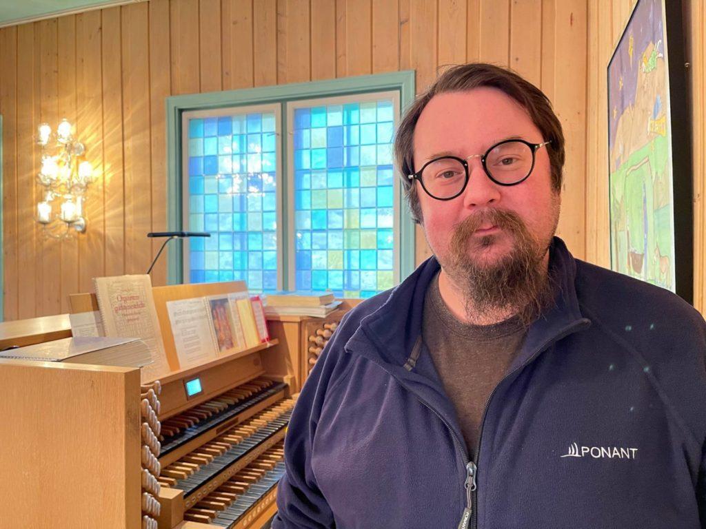 Jovna Zakharias Dunfjell pakker snart kofferten og vender snuten mot hjemlige trakter etter seks år som kirkemusiker på Svalbard. Den 1. desember tiltrer han i fast stilling som kantor i Selbu.